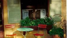 table de bistro pliante chaises classiques