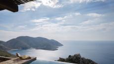 belle piscine à débordement avec vue chambre d'hôte