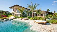 villa exotique piscine de luxe jardin outdoor