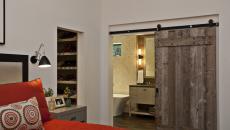 Porte coulissante design rustique en bois brut