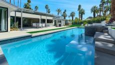 énorme piscine chic maison moderne