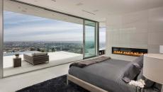 chambre avec cheminée contemporaine et vue