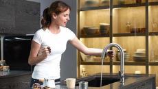 hygiène et fonctionnalité robinet détection électronique salle de bain retraités