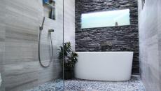salle de bain marbre et pierres