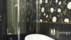 papier peint design floral pour salle de bain