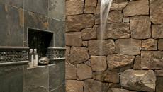 Mur en pierre pour une douche très nature