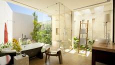 Salle de bain moderne aux fleurs