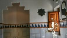Salle de bain originale et moderne aux fleurs