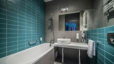 salle de bain en turquoise