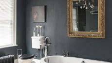 murs foncés salle de bains élégante