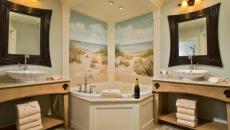 belle salle de bains luxe aux miroirs design