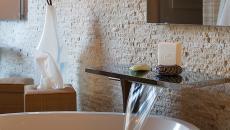 mur en pierre salle de bain