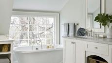 baignoire ancienne sur pieds salle de bains retro design blanc
