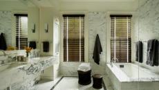 salle de bain design en bois marbre et carrelage