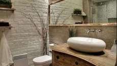 idées déco originale mur en brique salle de bains rustique