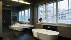 salle de bain design sombre luxe