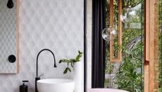 salle de bains luxueuse maison dans la forêt