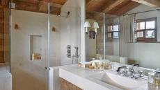 grande salle de bains meuble bois & marbre