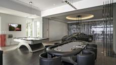 garage salle de jeux billard voiture de sport