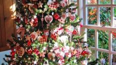 sapin de Noël décoration en blanc et rouge