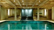 piscine intérieure spa chalet de luxe