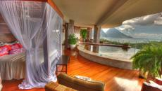 suite exotique avec piscine intérieure privative