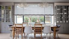 salle à manger en gris avec des chaises dépareillées