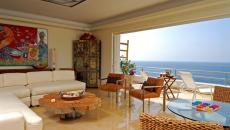 Villa de luxe avec vue sur la mer et table basse sympa