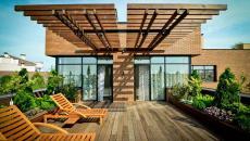 maison terrasse sur le toit en bois