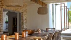 salle à manger extérieure terrasse villa de vacances