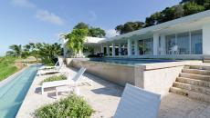 terrasse deux piscines à débordement exotiques extérieures