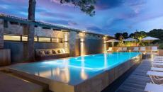 piscine éclairée la nuit vacances en corse hôtel luxe boutique