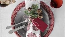 déco vaisselle table Noël en blanc et rouge