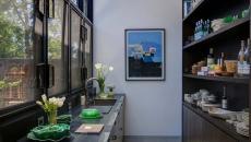 mur vitré cuisine moderne claire