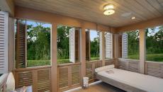 jolie veranda moderne pour dormir pendant l'été