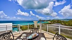 sublime villa caraïbes vue sur l'eau turquoise