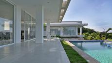 terrasse contemporaine autour piscine luxe
